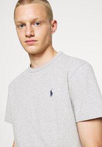 Polo Ralph Lauren - CLASSIC FIT JERSEY T-SHIRT - Basic T-shirt - andover heather - 5