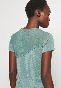 Mykke Hofmann - TEA - T-shirt imprimé - mint green - 3