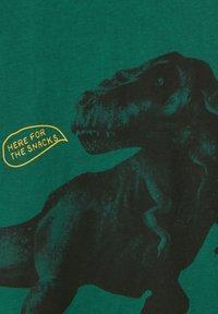 Tom Joule - SLIM FIT LANGÄRMLIGES - Print T-shirt - grüner dino - 4