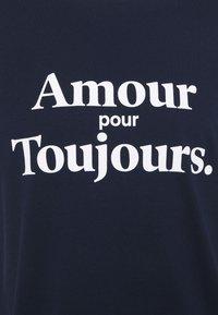 Les Petits Basics - AMOUR POUR TOUJOURS UNISEX - T-shirt con stampa - navy/white - 2