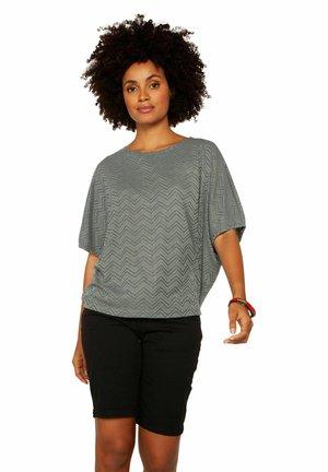 T-shirt print - grey day