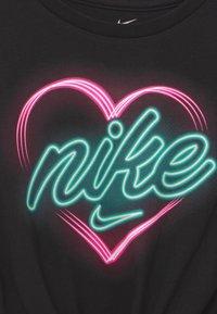 Nike Sportswear - HEART GLOW IN THE DARK - Print T-shirt - black - 2