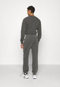 Han Kjøbenhavn - Verryttelyhousut - dark grey - 2