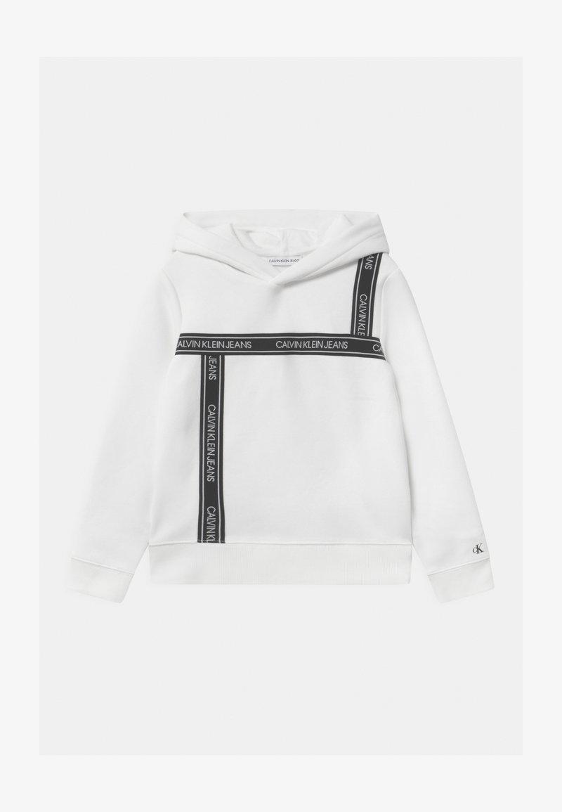 Calvin Klein Jeans - LOGO TAPE HOODIE UNISEX - Kapuzenpullover - white