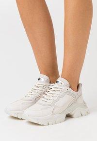 Bronx - TAYKE OVER - Sneakersy niskie - winter white - 0