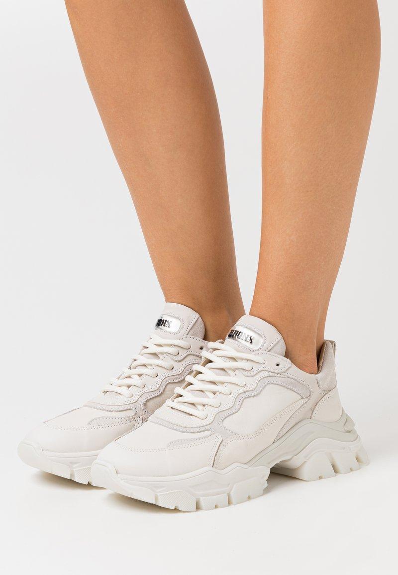 Bronx - TAYKE OVER - Sneakersy niskie - winter white