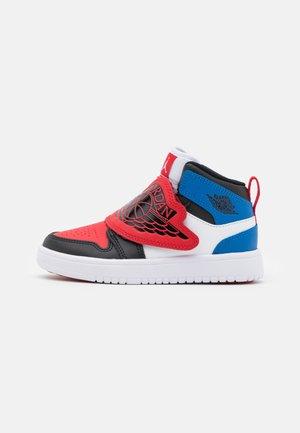 SKY 1 UNISEX - Basketbalové boty - white/black/university red/sport blue