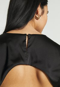 Missguided - CUT OUT BACK TIE CROP - Print T-shirt - black - 4