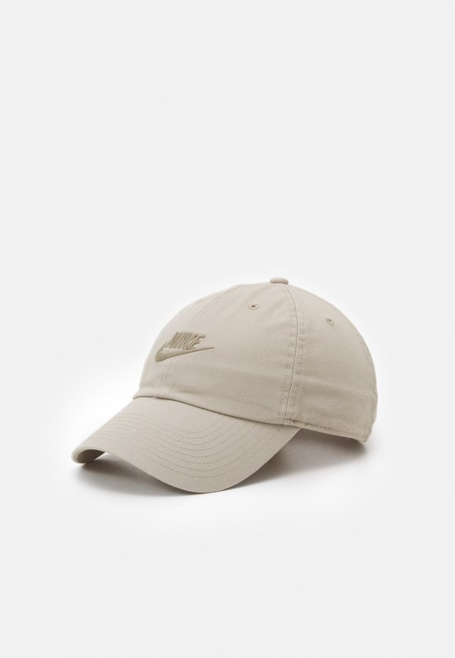 FUTURA UNISEX - Gorra - stone/light army