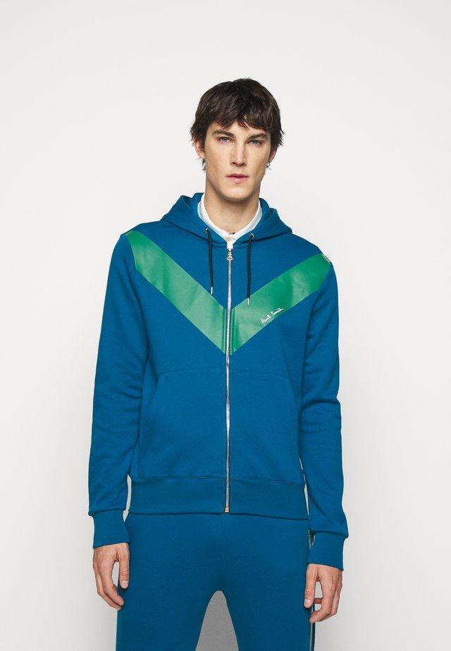 GENTS ZIP THROUGH CHEVRON PRINT HOODY - Zip-up hoodie - green