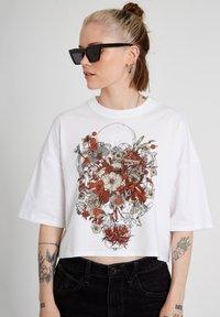 Volcom - FA FORTIFEM TEE - Print T-shirt - white - 3
