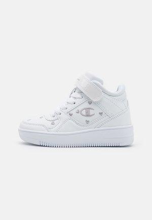 MID CUT SHOE REBOUND VINTAGE UNISEX - Basketball shoes - white