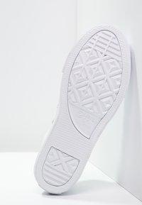 Converse - CHUCK TAYLOR ALL STAR STREET  - Tenisky - white - 4