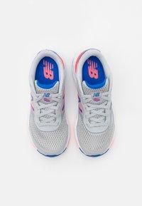 New Balance - YP680BL6 UNISEX - Neutral running shoes - light grey - 3
