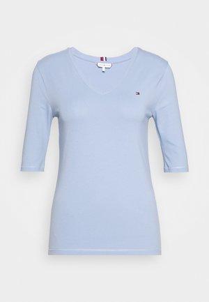 T-shirts - moon blue