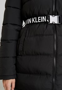 Calvin Klein Jeans - LONG PUFFER WITH WAIST BELT - Veste d'hiver - black - 5