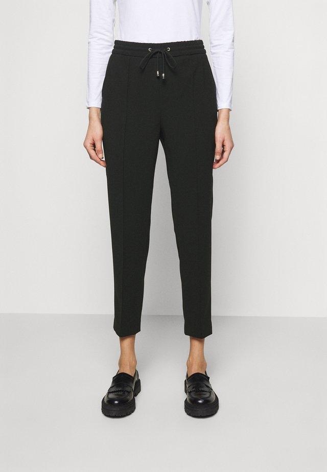 FIONA DRAPEY TROUSER - Kalhoty - black
