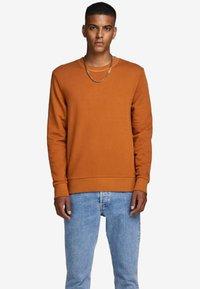 Jack & Jones - Sweatshirt - umber - 0