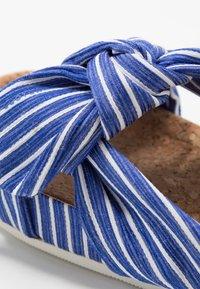 Scotch & Soda - YOLIN  - Pantofle - blue striped - 2