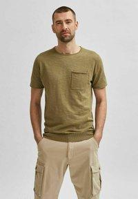 Selected Homme - Basic T-shirt - aloe - 0