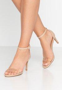 Rubi Shoes by Cotton On - SHARI DOUBLE STRAP STILLETO - Sandály na vysokém podpatku - nude/clear - 0