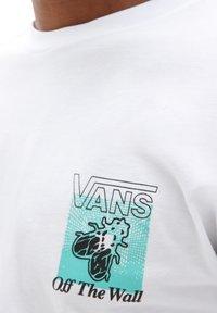 Vans - MN FLY NET LS - Long sleeved top - white - 2