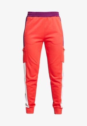 PANT - Teplákové kalhoty - red