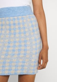 Vila - VICHEKINA SHORT SKIRT - Mini skirt - natural melange/blue - 4