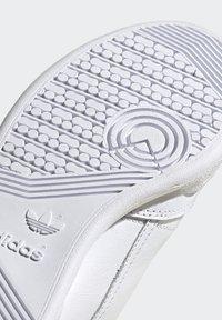 adidas Originals - CONTINENTAL 80 RECON  - Matalavartiset tennarit - footwear white/silver metallic - 9