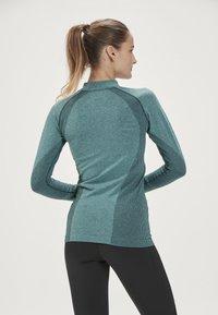 Endurance - HALEN W SEAMLESS - Sports shirt - ponderosa pine - 2