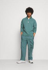 adidas Originals - TREFOIL UNISEX - Sweatshirt - hazy emerald - 1