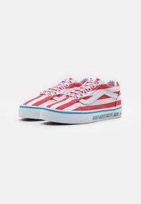 Vans - OLD SKOOL UNISEX - Trainers - red/white - 1