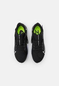 Nike Performance - AIR ZOOM PEGASUS 38 FLYEASE 4E - Neutrala löparskor - black/white/anthracite/volt - 3
