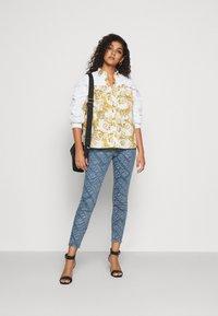 Versace Jeans Couture - Button-down blouse - bianco ottico - 1