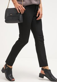 Banana Republic - SLOAN SOLIDS - Trousers - black - 3