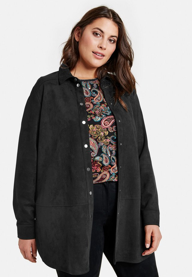 IN VELOURSLEDER-OPTIK - Overhemdblouse - black