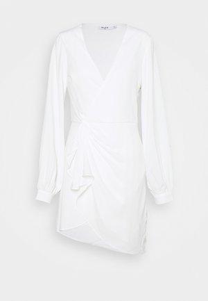 GATHERED OVERLAP DRESS - Cocktailkleid/festliches Kleid - white