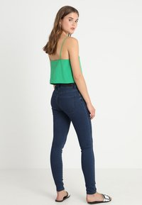 Vero Moda - VMJULIA FLEX IT - Jeans Skinny Fit - dark blue denim - 3