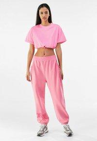 Bershka - Jednoduché triko - pink - 1