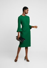 IVY & OAK - TRUMPET SLEEVE DRESS - Shift dress - eden green - 2