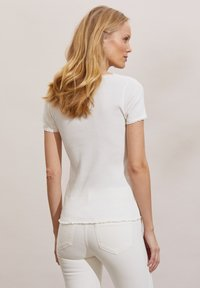 Odd Molly - MAGDA - Basic T-shirt - light chalk - 1