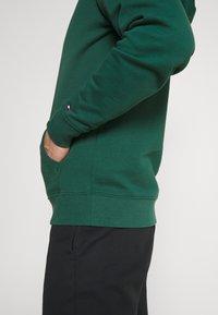 Tommy Hilfiger - ESSENTIAL HOODY - Huppari - rural green - 3