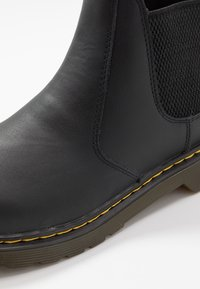Dr. Martens - CHELSEA BOOT YOUTH - Classic ankle boots - black - 2