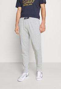 Tommy Jeans - SCANTON PANT - Pantaloni sportivi - grey - 0