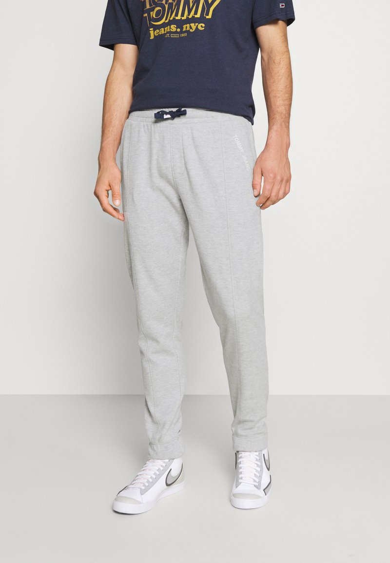 Tommy Jeans - SCANTON PANT - Pantaloni sportivi - grey
