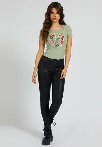 REBECCA TEE - Print T-shirt - grün