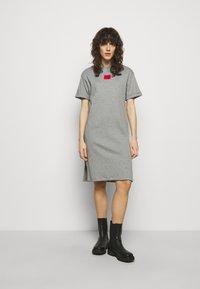 HUGO - NEYLETE REDLABEL - Sukienka z dżerseju - grey melange - 0
