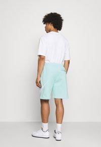 Nike Sportswear - CLUB - Shorts - light dew - 2