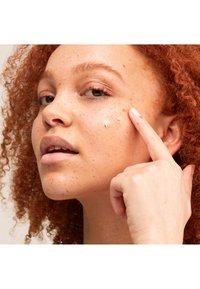Pai Skincare - THE IMPOSSIBLE GLOW - Serum - - - 2