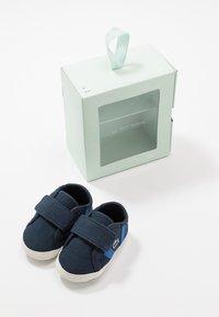 Lacoste - SIDELINE CRIB - Cadeau de naissance - navy/green - 6